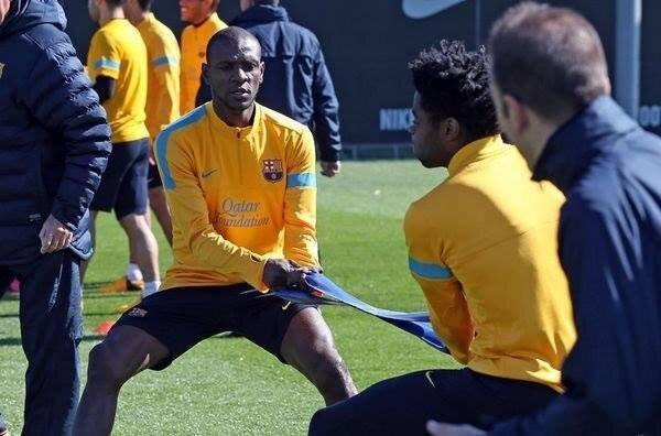 Abidal y Song tirante musculador RF Barcelona